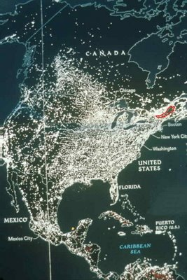 The dark areas on this map illustrate the fact that there are still vast natural habitats in the most populated regions, for example along the Quebec / Vermont border as well as in New Hampshire and Maine in the US