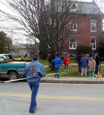 The crews gathered early to set up the Christmas Lights!
