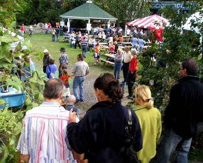 The Brome Lake Duck Festival is so enoyable partly due to the beauty of the village of Knowlton and the friendly atmosphere of the picturesque village.