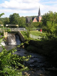 Knowlton is one of the most beautiful villages in Quebec and the Coldbrook park in the village center is a popular gathering place for tourists seeking a quiet lunch spot.